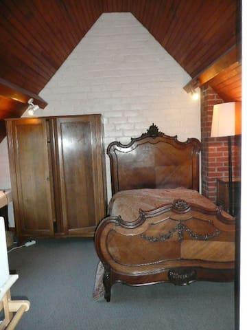 Chambre meublée 2è étage, chez particulier,