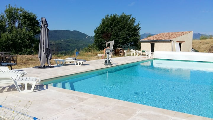 Villa with 2 bedrooms in Sisteron, with wonderful mountain view, private pool, furnished garden - 160 km from the beach