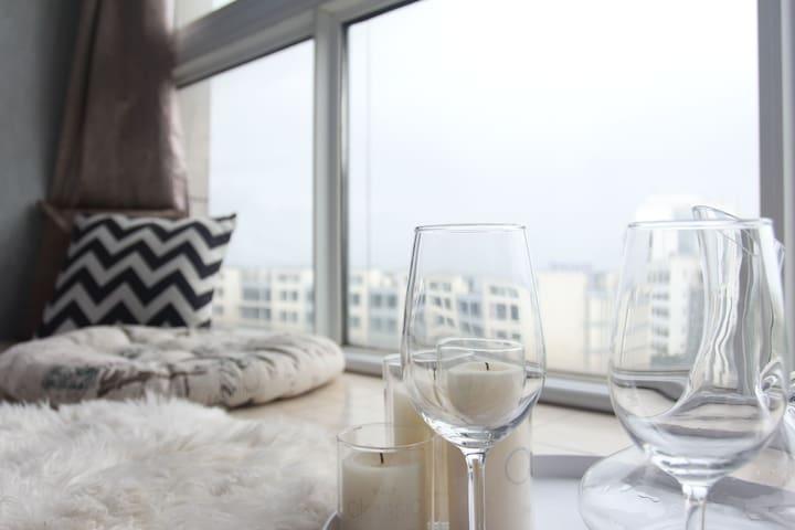 「新宿朴宿」 投影房大套公寓 衢职对面 观远处江景 视野开阔 可做饭