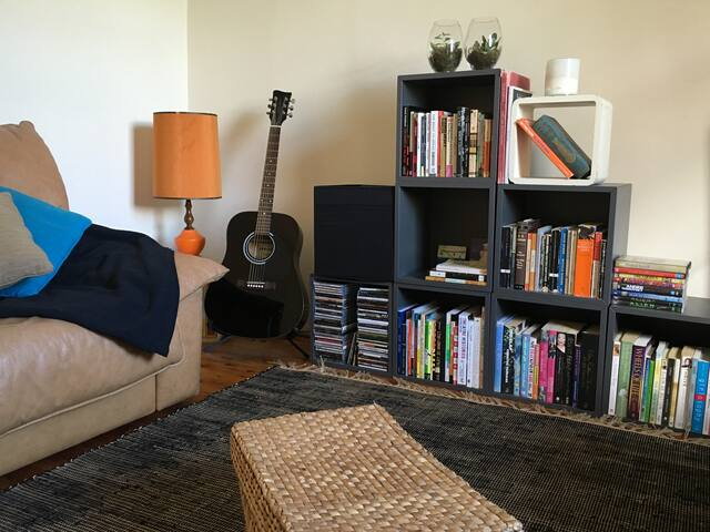 Main Bedroom in Sunny Home - Enmore