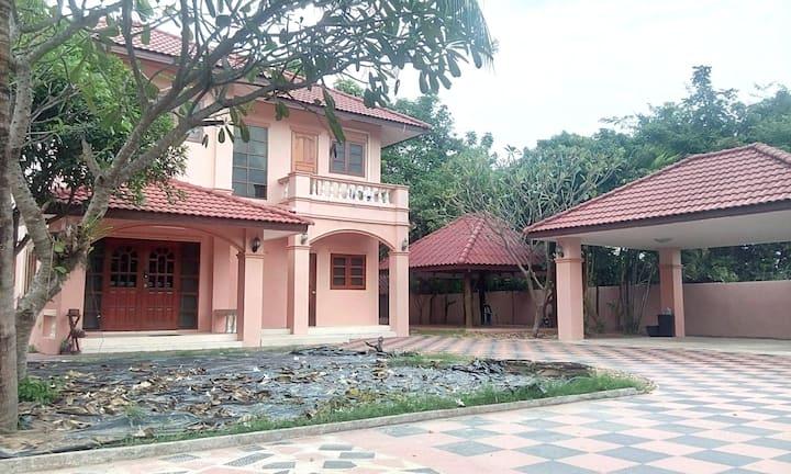 OPENING SALE! Mukdahan Big house/10 ppl/Free Wifi