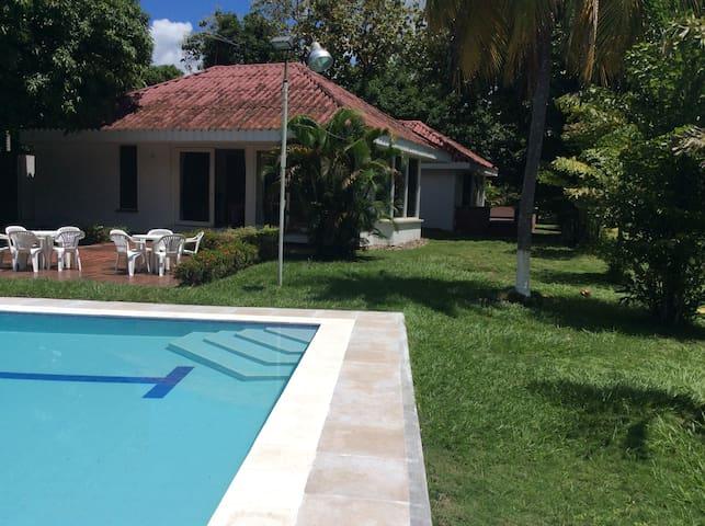 Casa con piscina Honda Tolima