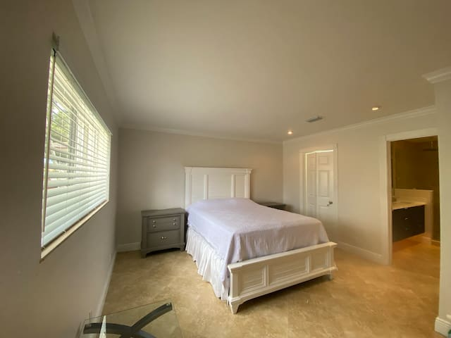 Full master room