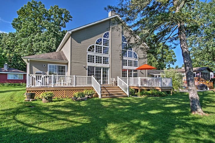 NEW! Waterfront 3BR Vandalia House on Donnell Lake