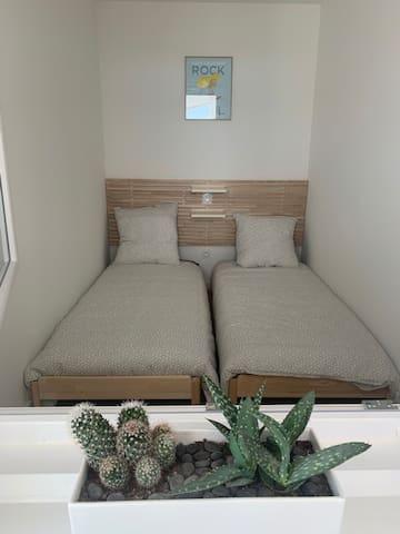 CHAMBRE numéro 3 (2 lits en 80) ou Un lit 1 personne (superposition)