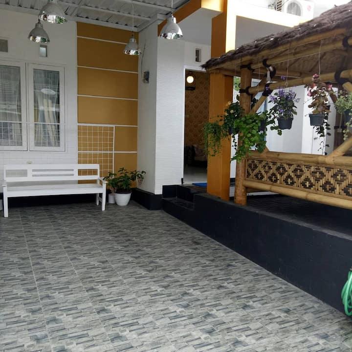 Villa Griya Alisha(free jagung bakar tiap weekend)