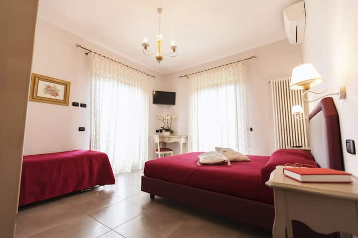 Rent Rooms San Nicola (DE LUXE - MATRIMONIALE + 1)