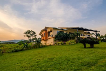 Mega Farms, a 4-Bedroom Farmhouse in Igatpuri