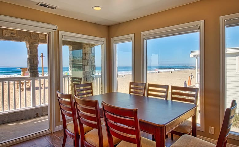 Enjoy Spectacular One of a Kind Views from this Newly Renovated Upper Unit! - Newport Beach - Apartmen