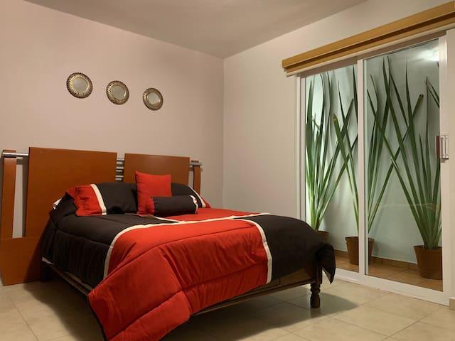 Amplia y cómoda habitación