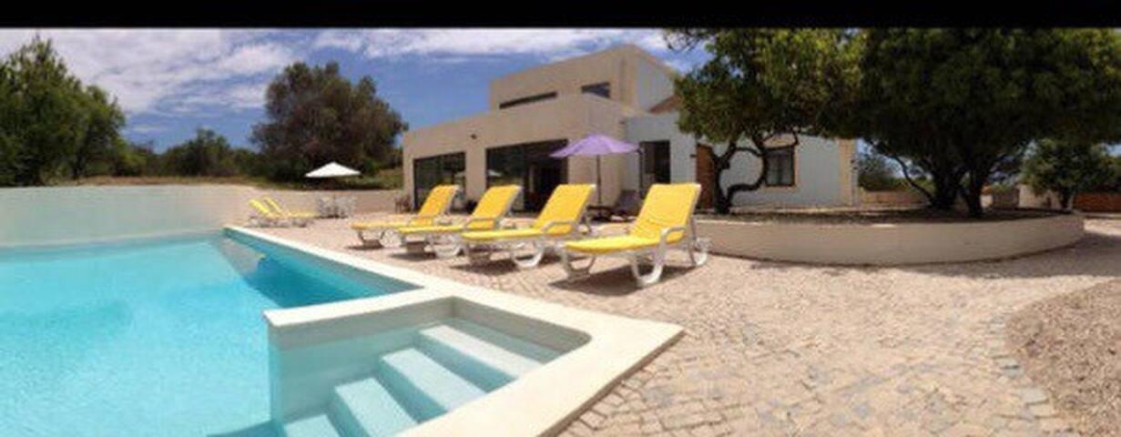 Modern open plan villa with pool - Loulé - Villa