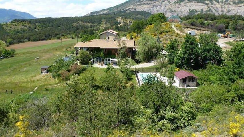 Maison 16 pers. en pleine nature avec piscine