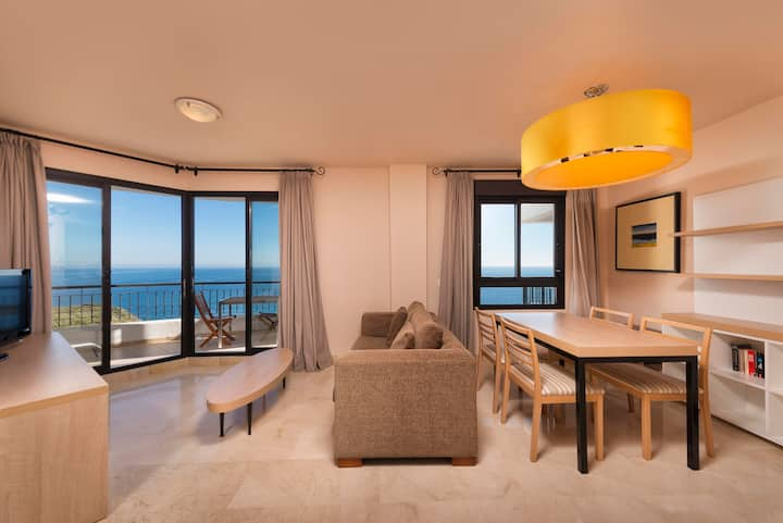 Breathtaken 1 bedroom apartment sea views.
