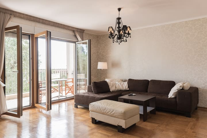 Romantic apartment 5 min from beach! - Sveti Stefan - Lejlighed