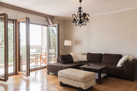Romantic apartment 5 min from beach! - Sveti Stefan