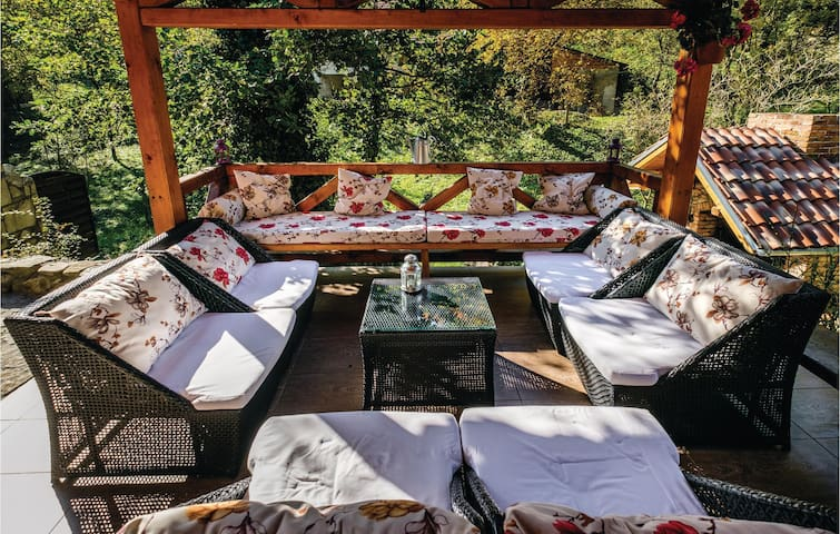 Holiday cottage with 2 bedrooms on 45 m² in Jastrebarsko