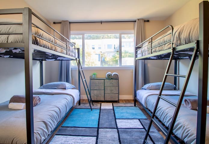 Comfortable, Modern Hostel Just Minutes From SF!