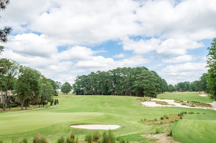 Golf front Condo - 4 Beds - Walking distance to the Village of Pinehurst