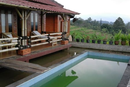Bamboo house in the top of the hill - Gn. Picung (near Gn. Salak Endah), Pamijahan Bogor - Villa