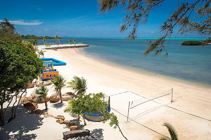Sea View Apartment with Private Garden - Mauritius
