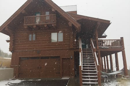 Luxury 3 Story Log Cabin - Granby - Casa