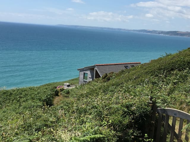 Bunyut - beautiful coastal chalet - Whitsand Bay - Hytte (i sveitsisk stil)