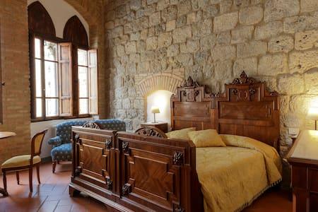 B&B Tortoli in piazza S Gimignano - San Gimignano - Bed & Breakfast