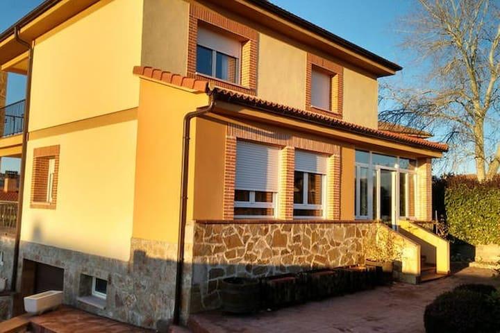 Ático privado en Segovia - La Lastrilla - House
