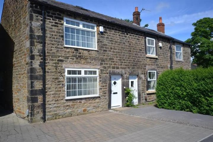 Double room in 17th Century Cottage - Euxton - House