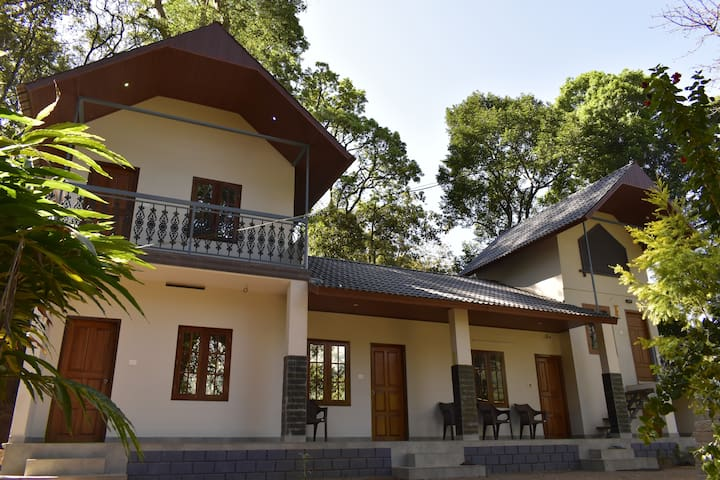 Skyes Munnar entire Planters Bungalow