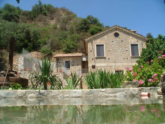 Casa dell'Acqua vicino al mare e alla montagna - Stilo - Huis