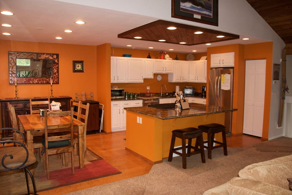Kitchen & Dining Table