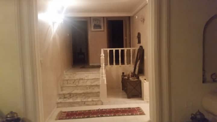À louer superbe villa sis à la soukra, chotrana1