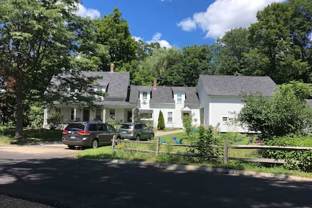 Private second floor apartment, Henniker