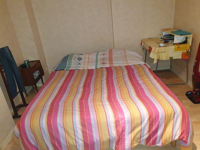 Chambres avec grand placard de rangement