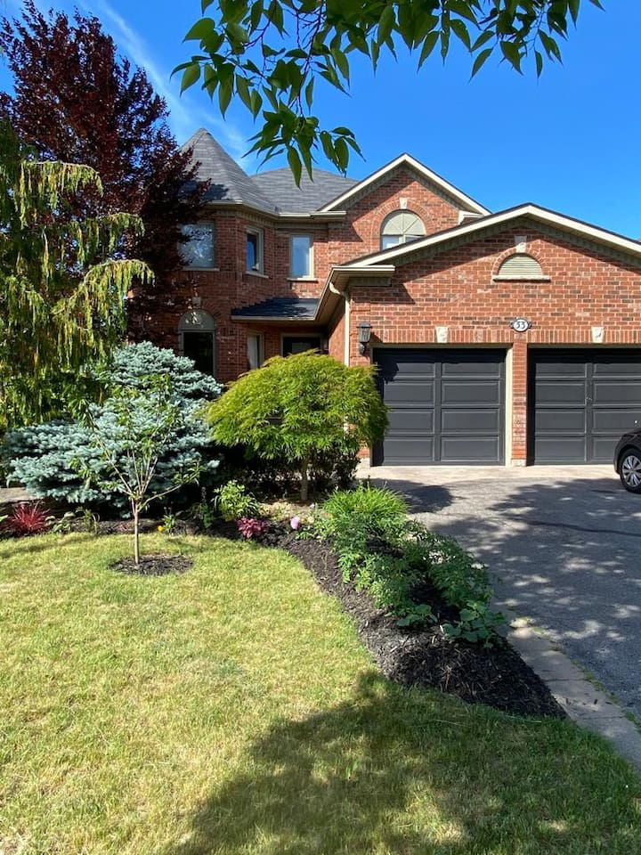 Luxurious 2 Story Entire Home Excluding Basement