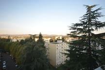 Vue sur les monts du Lyonnais avec soleil couchant