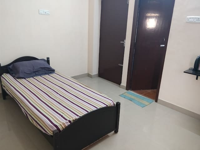 Private, Spacious, Quiet and Comfy room #2