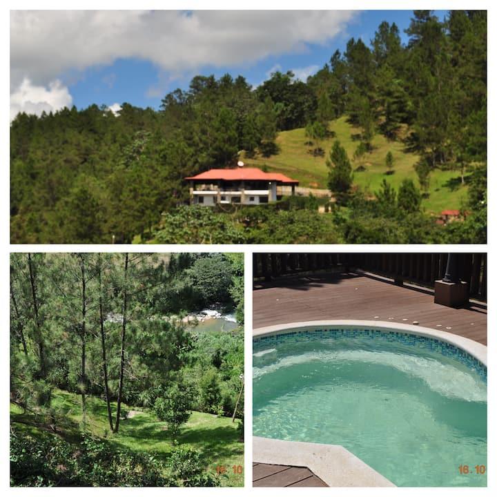 Cabaña en la montaña, Arroyo Frío, Constanza, RD