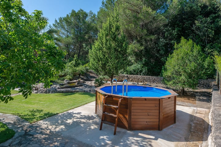 PEQUEÑA - Delightful little country house with above ground private pool, ideal for couples Free WiFi