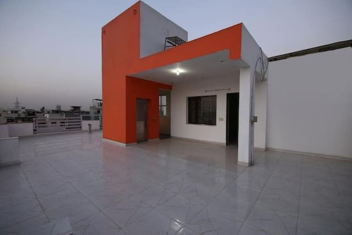Apartment for 10 ppl visiting Expo  Centre GrNoida