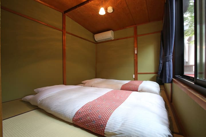 Bedroom2 in 2F. Up to 3 guests 2階寝室奥(3名まで)