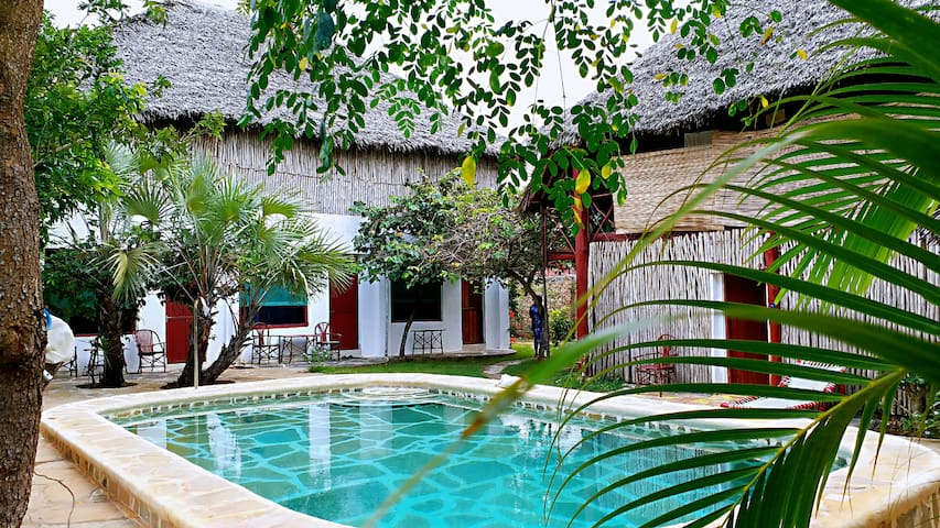 Diani beach double room  With share toilet