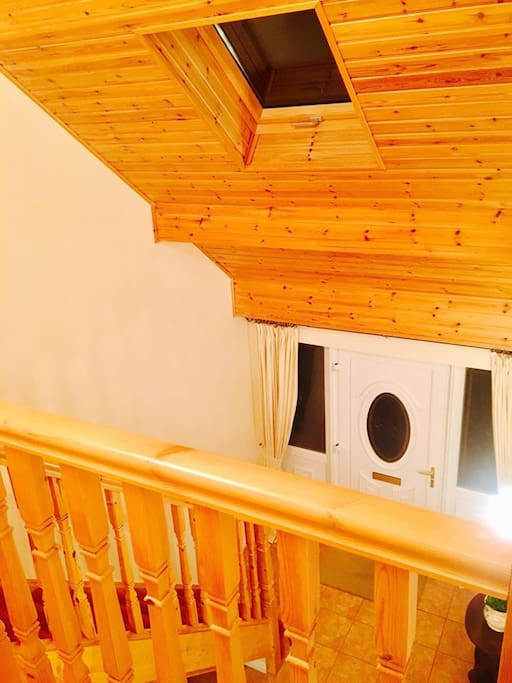 Gallery landing over the front hall