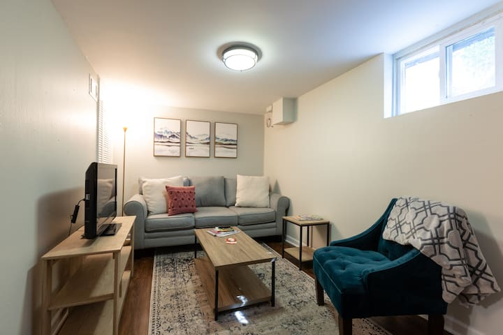 2BR With Kitchen Near All Downtown Activities!