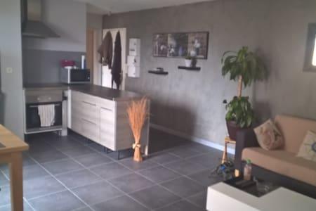 Appartement charmant et lumineux, 2p et garage - Apartamento