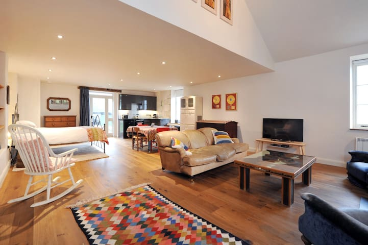 New! Crow's Nest, gorgeous apartment nr Bath! (CN) - Corsham