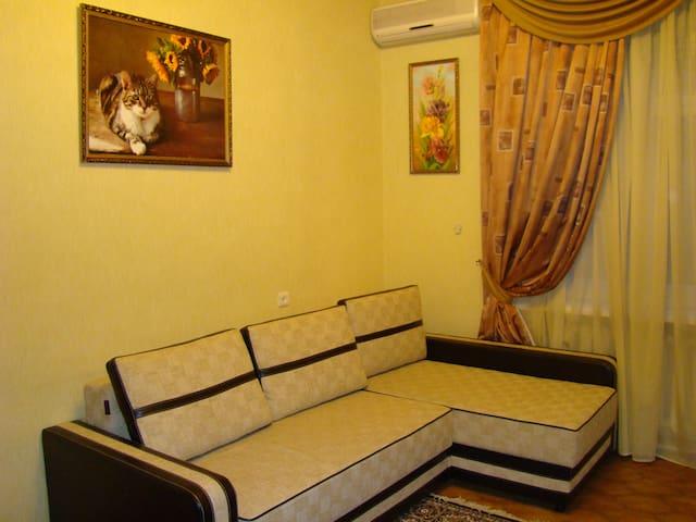 Чистая, уютная квартира в центре города - Rostov - Gæstehus