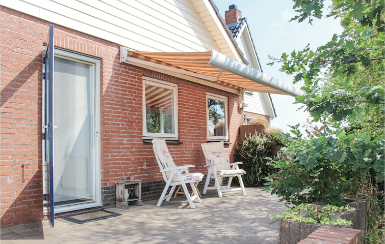 Holiday cottage with 1 bedroom on 60m² in Sprundel