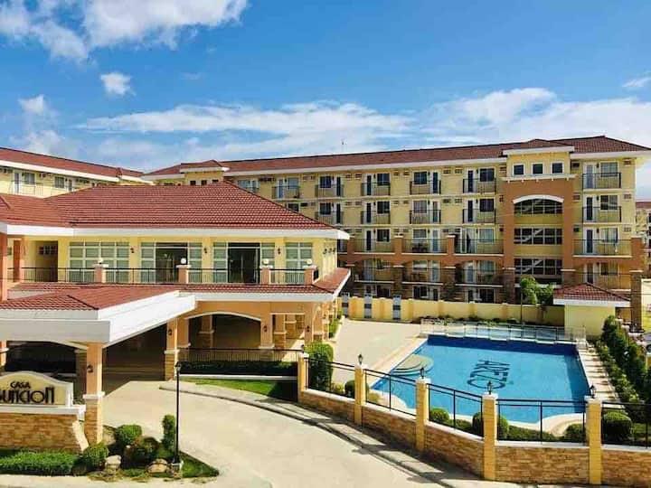 Spacious 1BR@Arezzo Place Davao+Pool+WIFI+Netflix